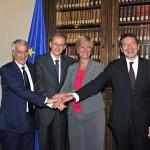 Il Ministro Pinotti con i tre Sindaci dopo la firma